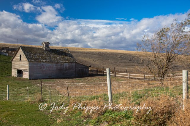 An old barn on the edge of Ritzville, WA.